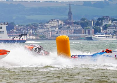 P1 Power Boats racing the turn.