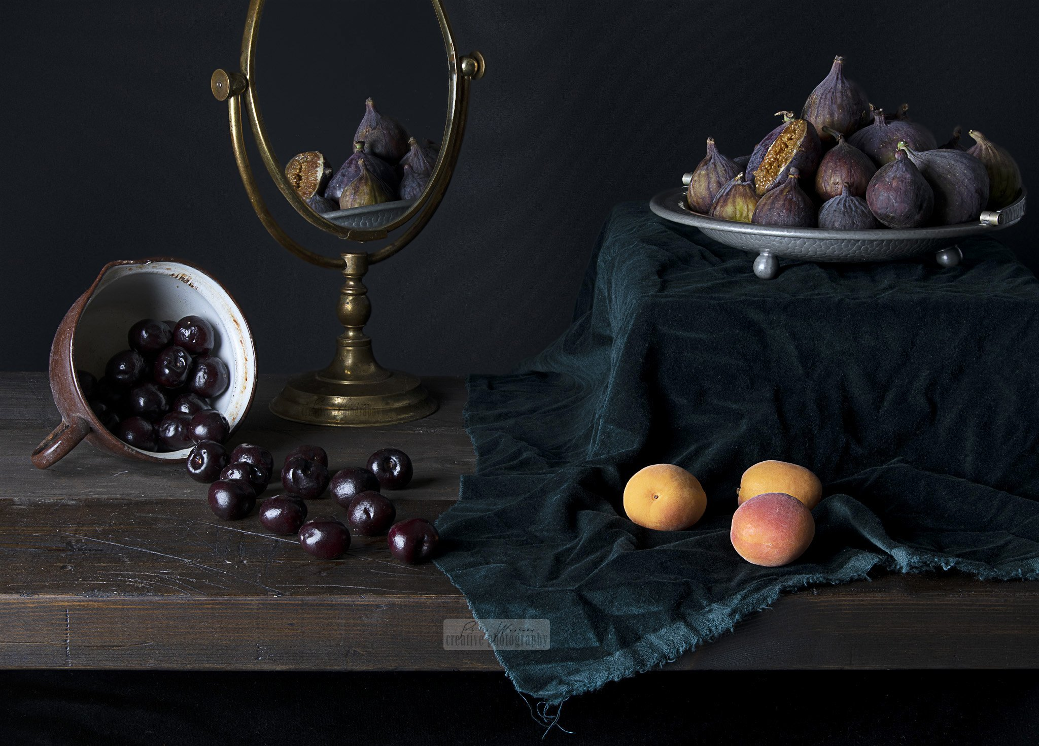 Apricots, cherries and figs with mirror - Still Life