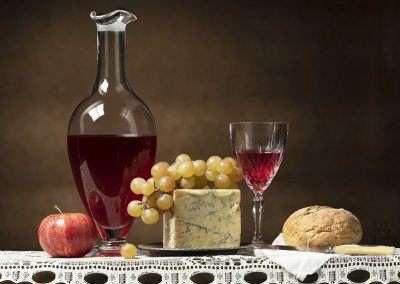 Red wine, Stilton blue and Muscat grapes, a perfect combination