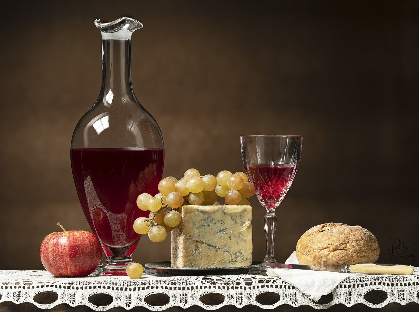 Red Wine, Stilton Blue Cheese and Muscat Grapes, a perfect combination
